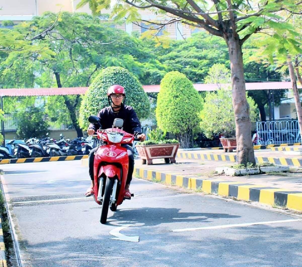 Điều kiện thi bằng lái xe máy được quy định như thế nào?
